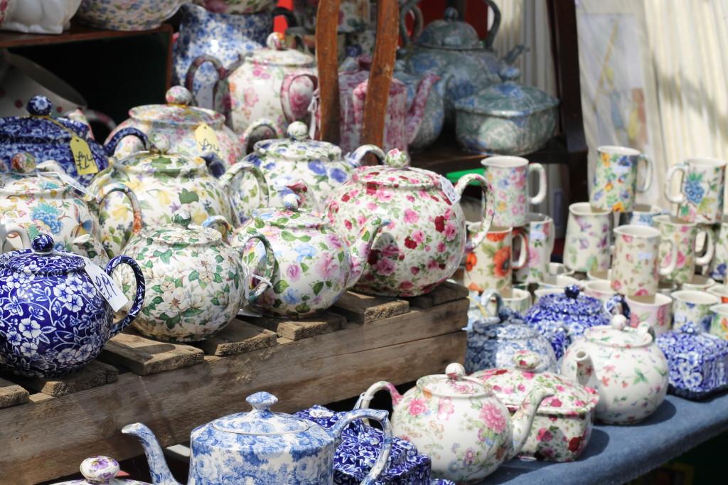 tea pots and cups