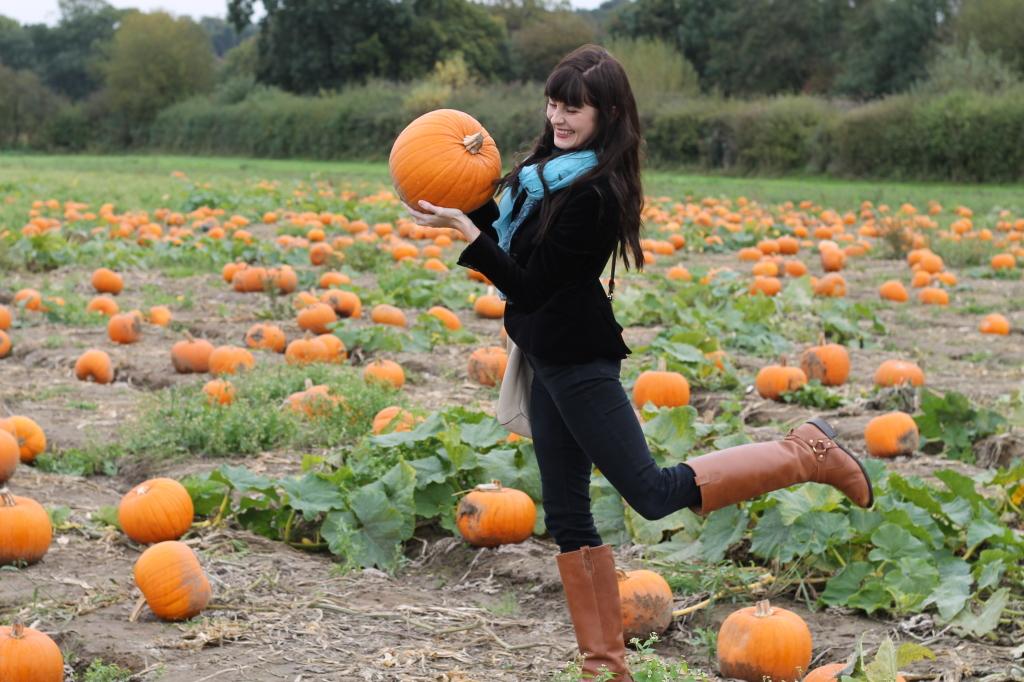 dancing with pumpkin