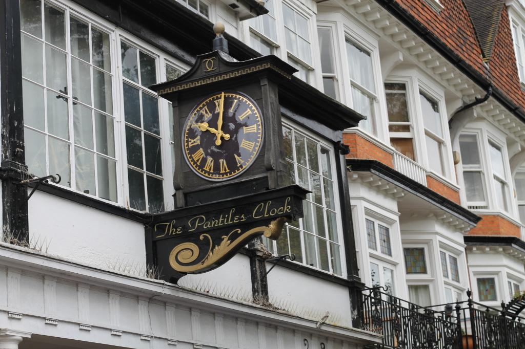 pantiles clock