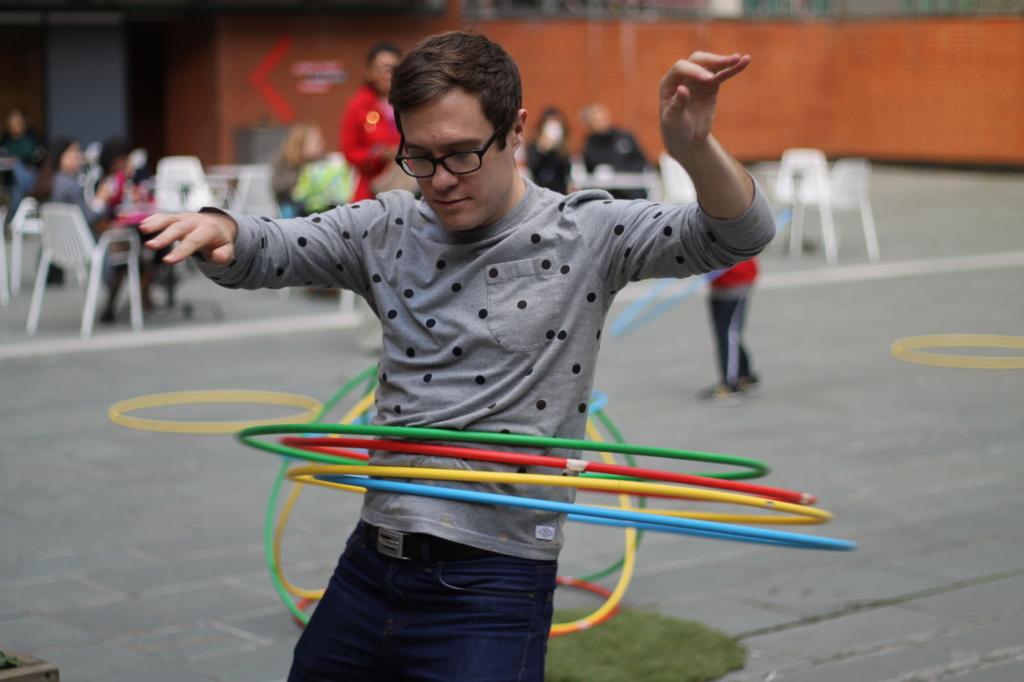 sam hula hooping