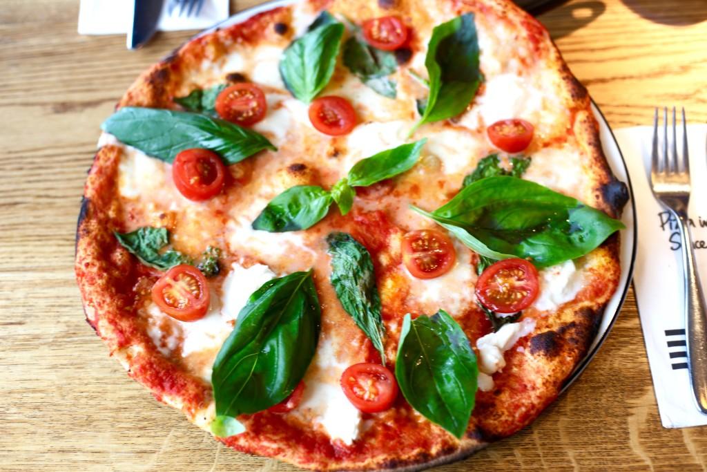 bufallo mozerella pizza
