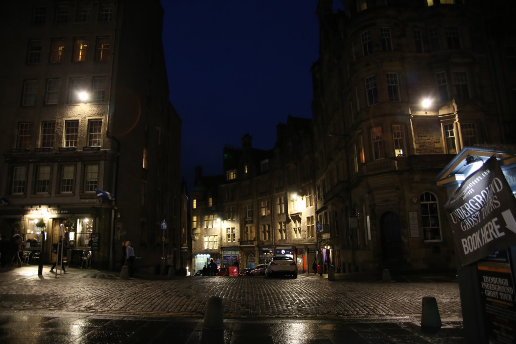 edinbugh at night