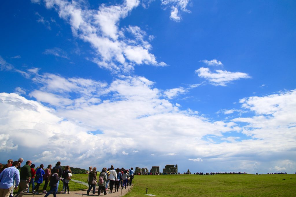 crowds walking to stonehenge