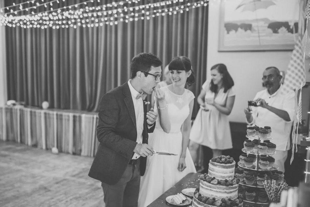 cake-feeding