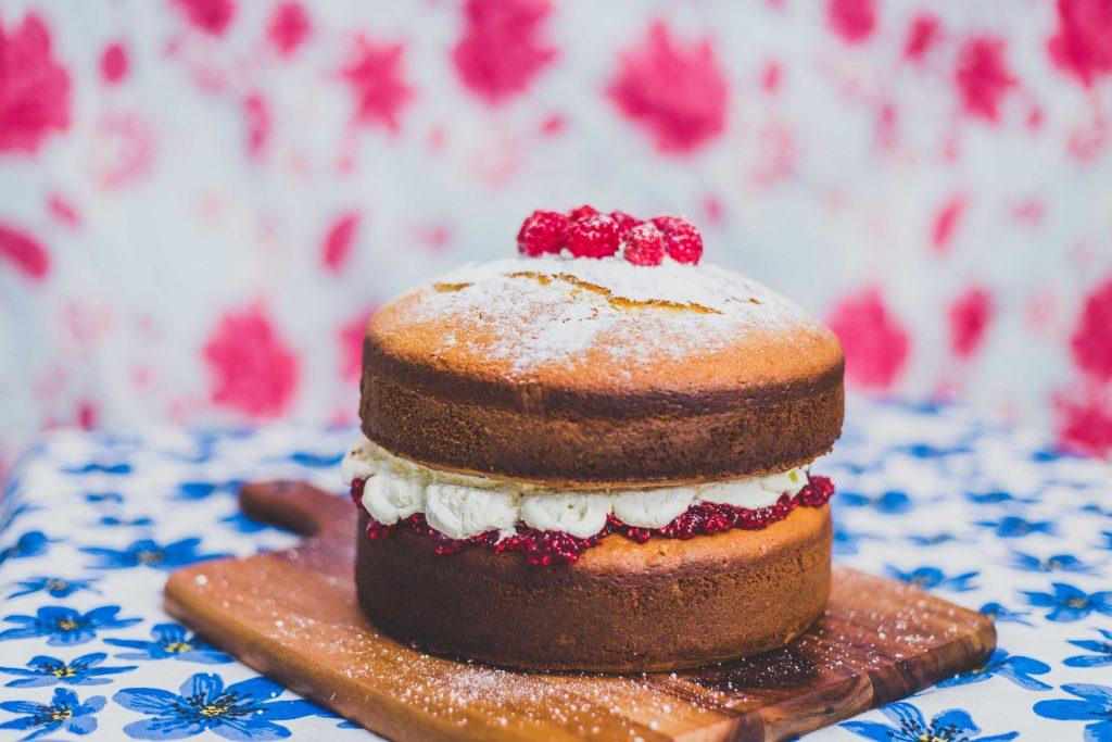 victoria-sponge-whole-cake