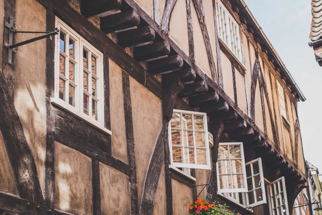 tudor-buildings