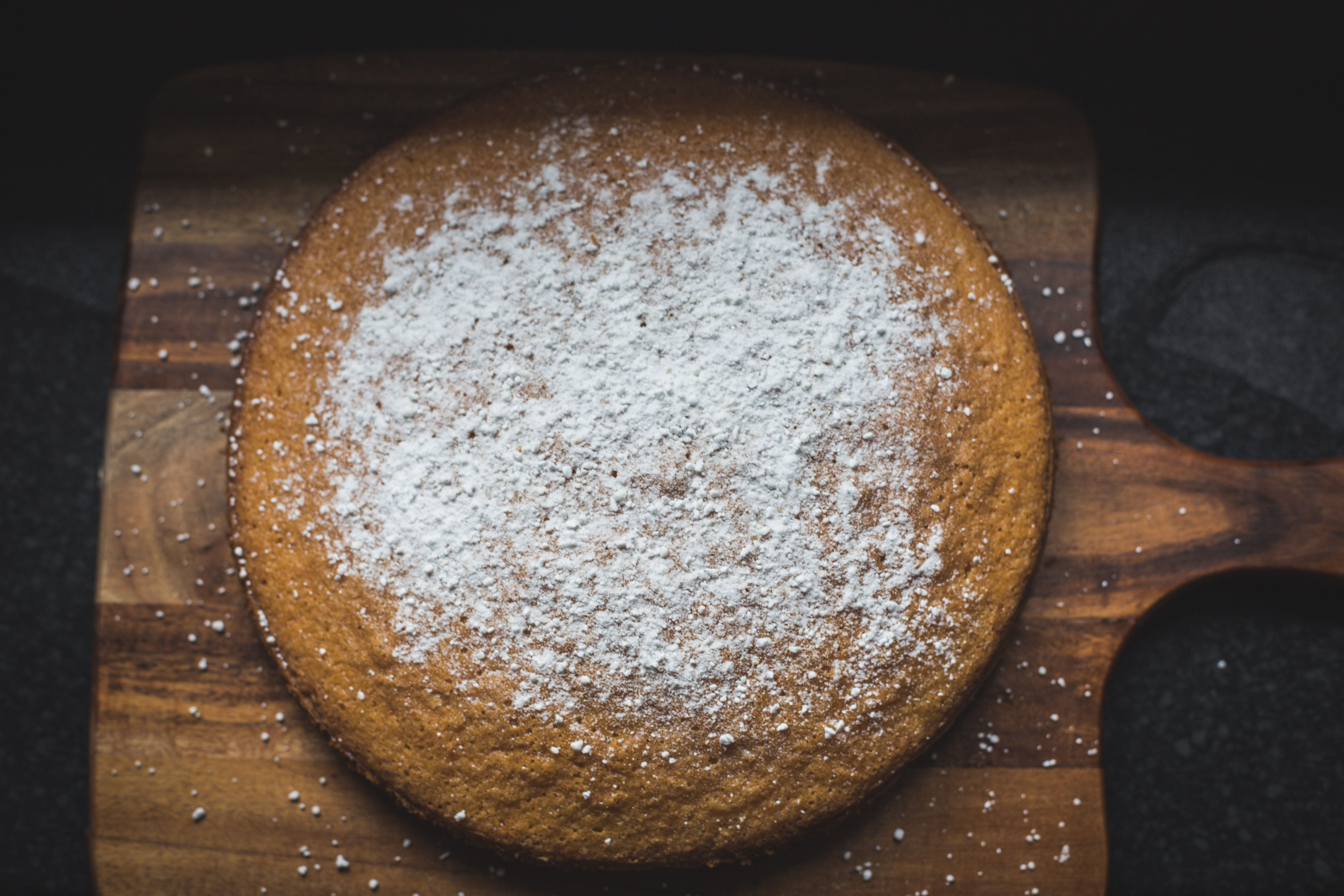 Recipes || Simple Vanilla Cake Dusted with Sugar - Rhyme & Ribbons