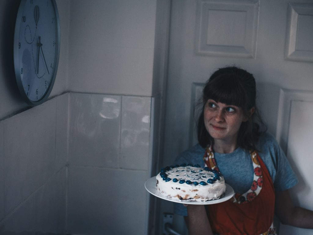 presenting cake