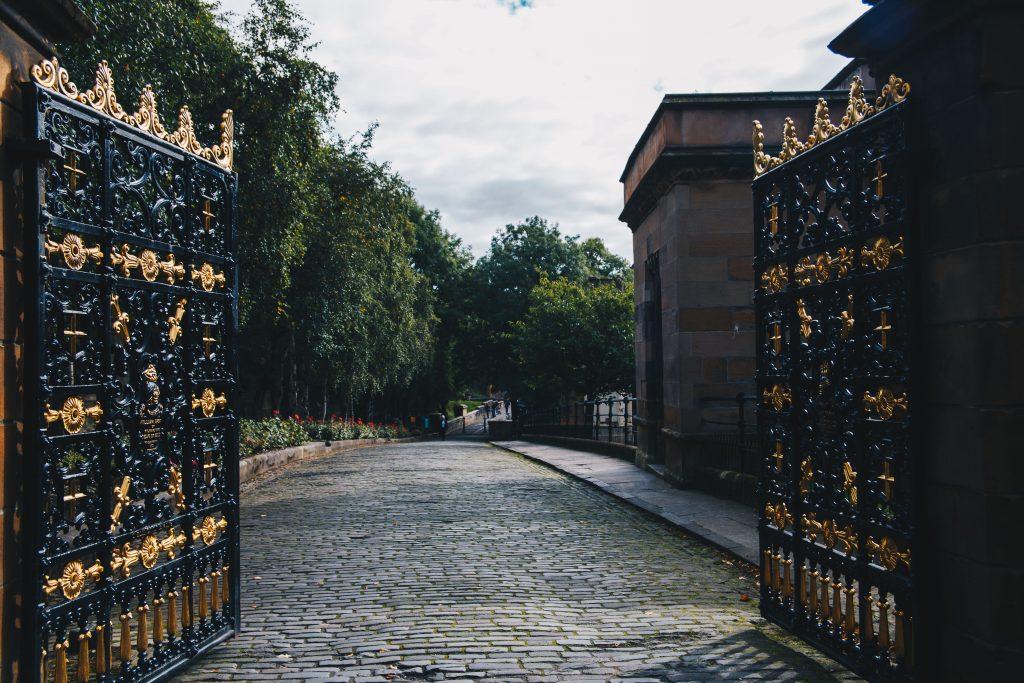 gates to Glasgow Necropolis