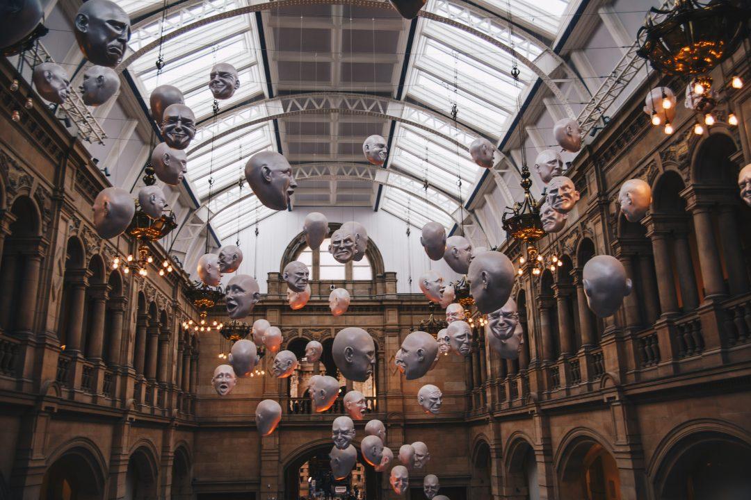 heads in kelvingrove museum