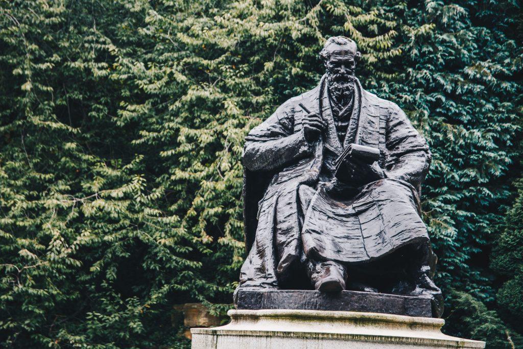 kelvin statue