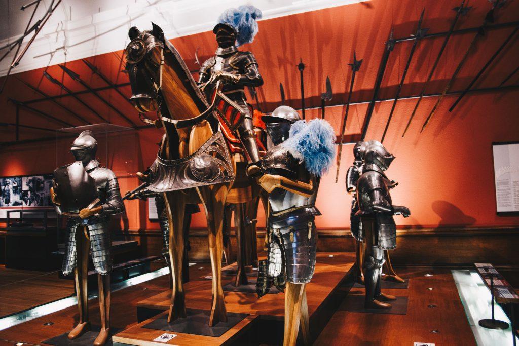 statues in kelvingrove museum