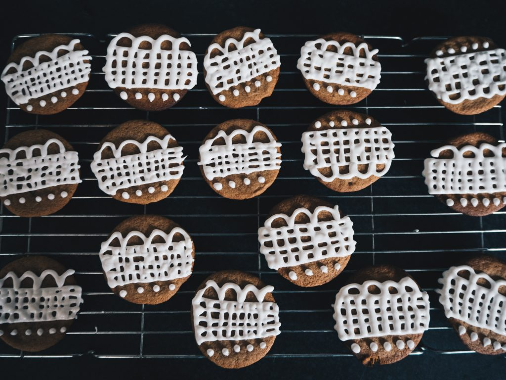 icing vegan ginger biscuits
