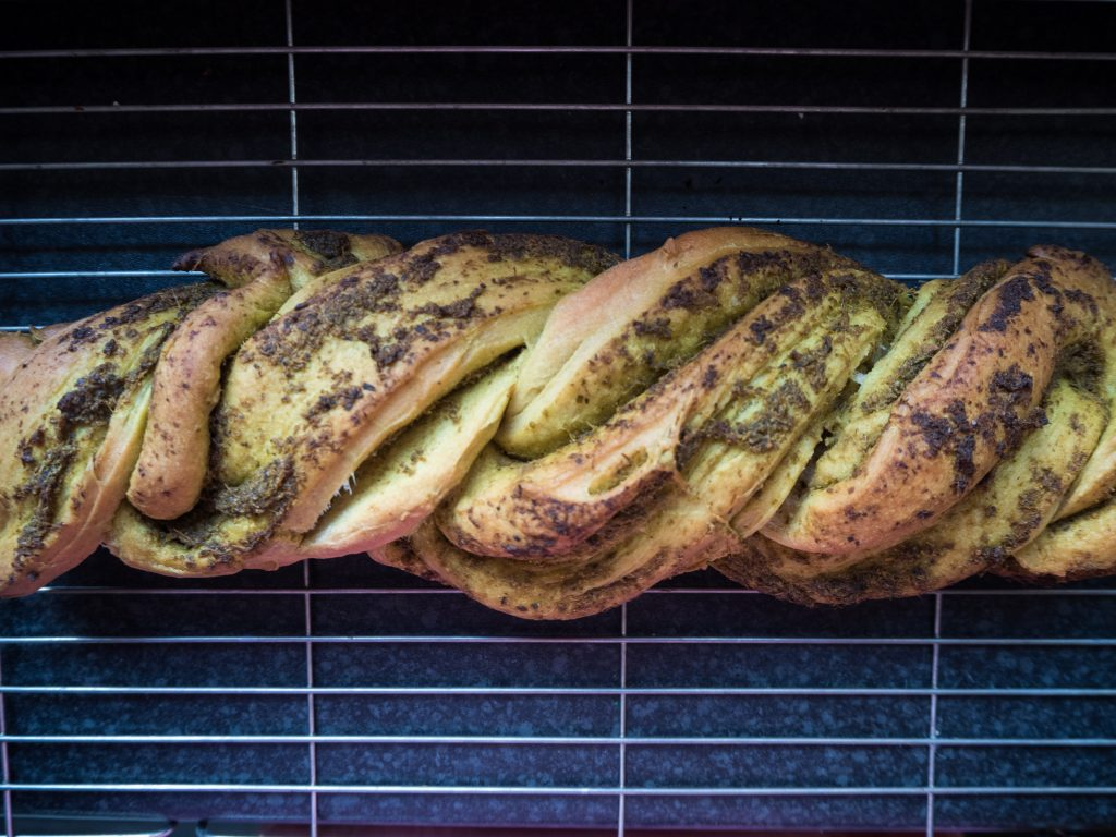 vegan pesto bread