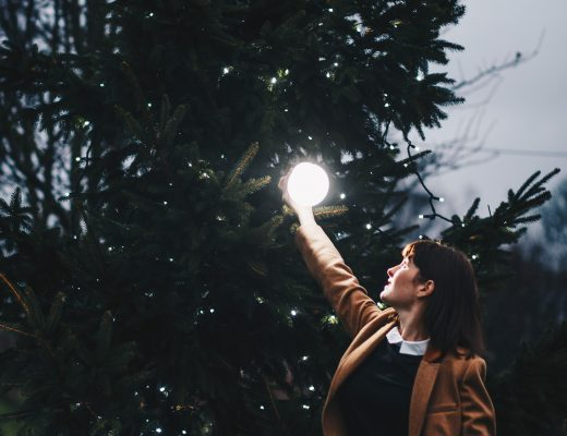 Placing a glowing orb in a giant christmas tree