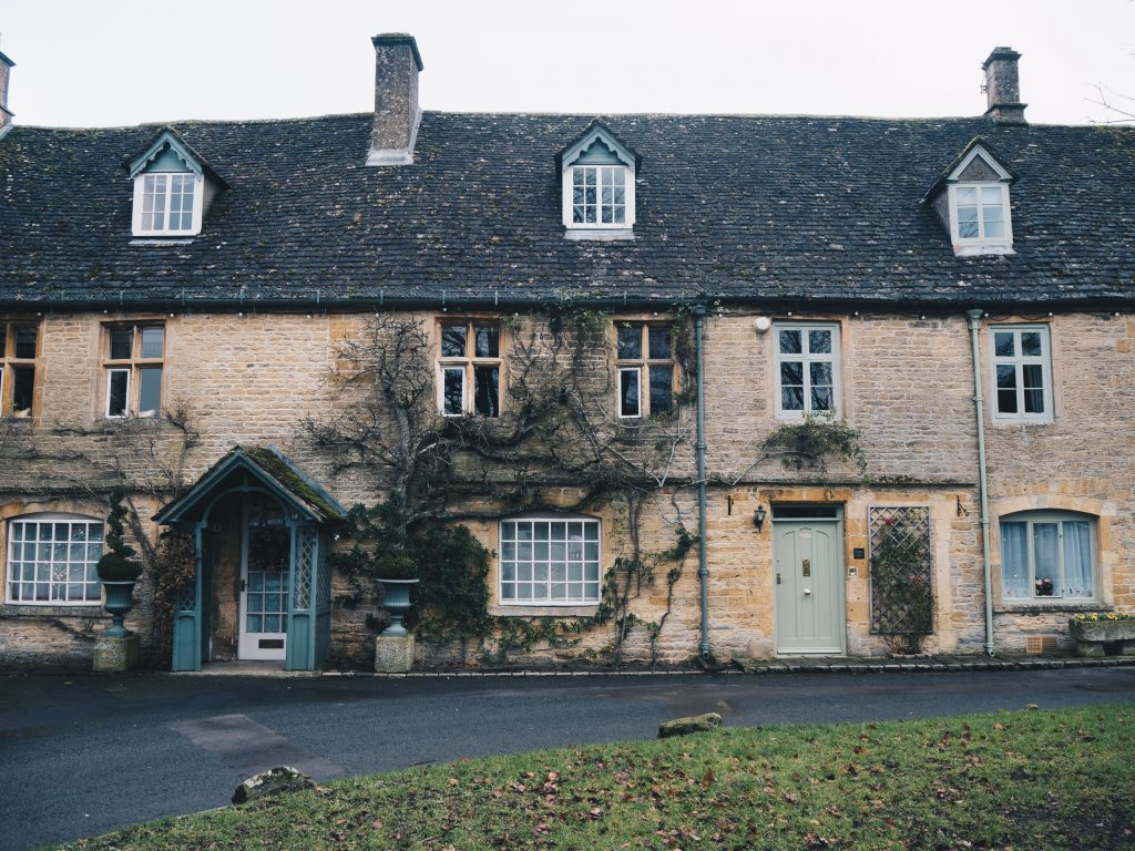 houses in stow on the wold