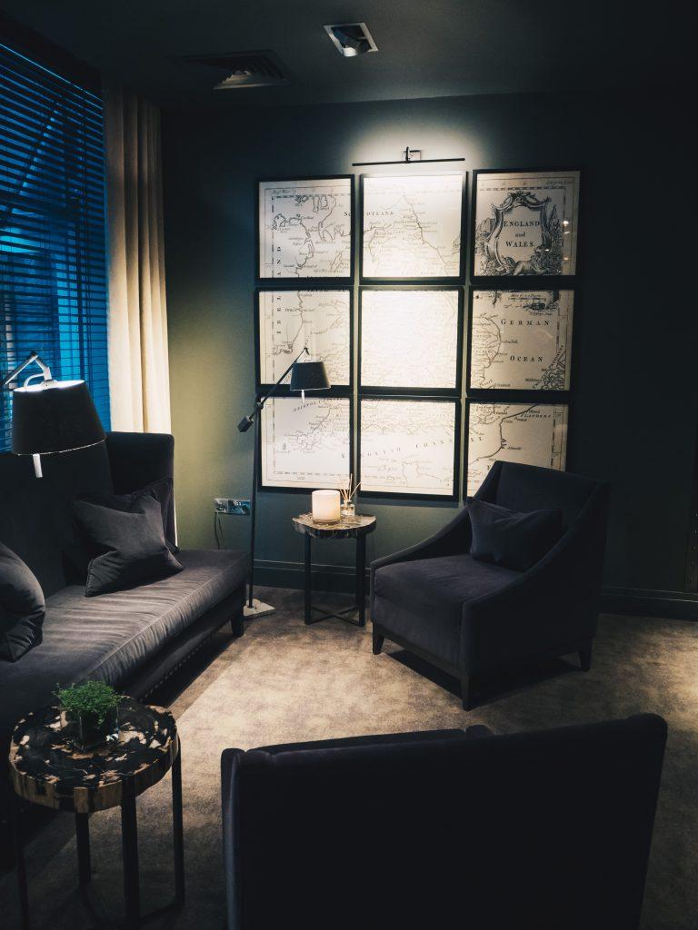 lobby at dakota deluxe